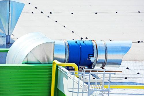 Dachabluftrohr eines industriellen Lüftungssystems